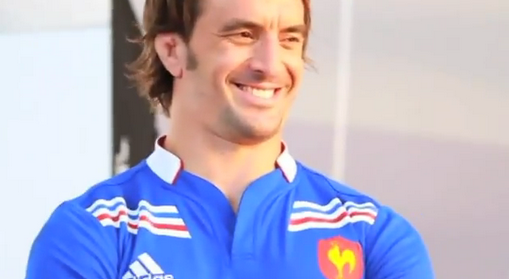 Nouveau maillot du XV de France port par Julien Pierre