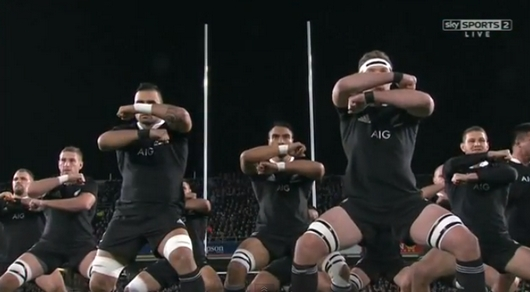 Le Haka des All Blacks au début du 1er test match entre la France et la Nouvelle-Zélande